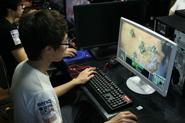 BenQ RL2240H monitor juegos estrategia