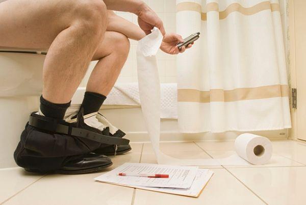 Los usuarios de Android son los que más utilizan el móvil en el WC